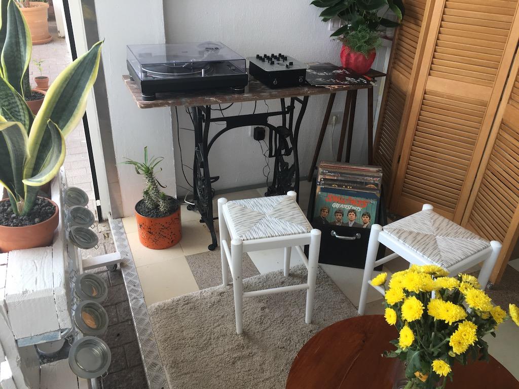 Bistro Arbol Vinyl Tunes