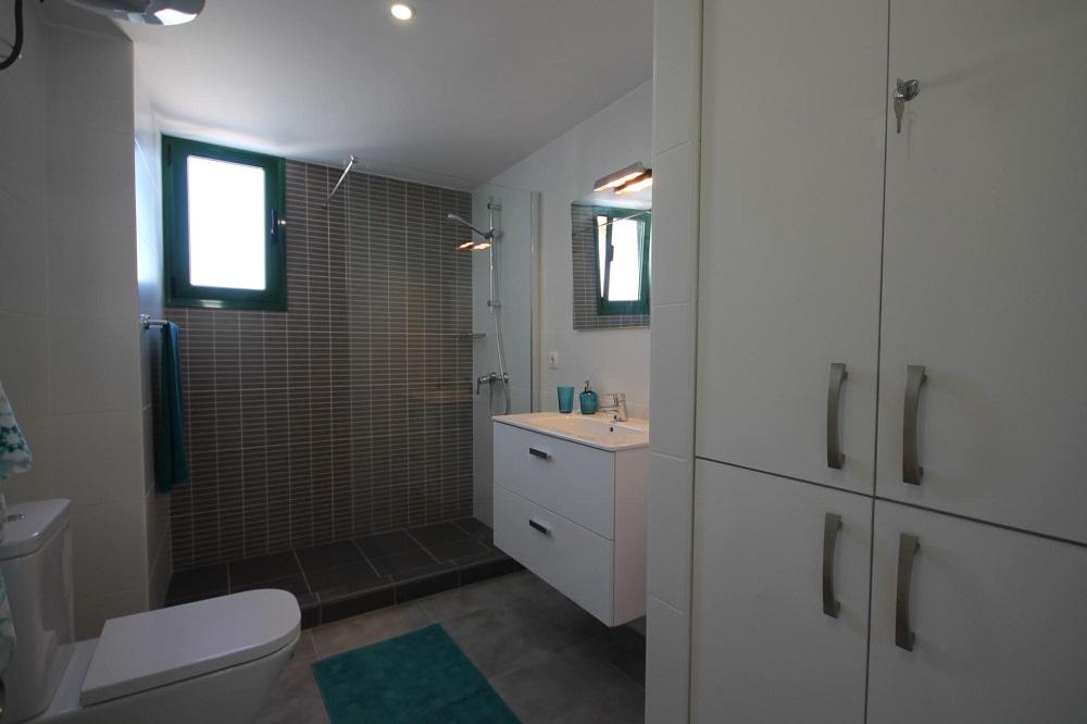 Casa bella apartamentos tahiche costa teguise for Bella bathrooms