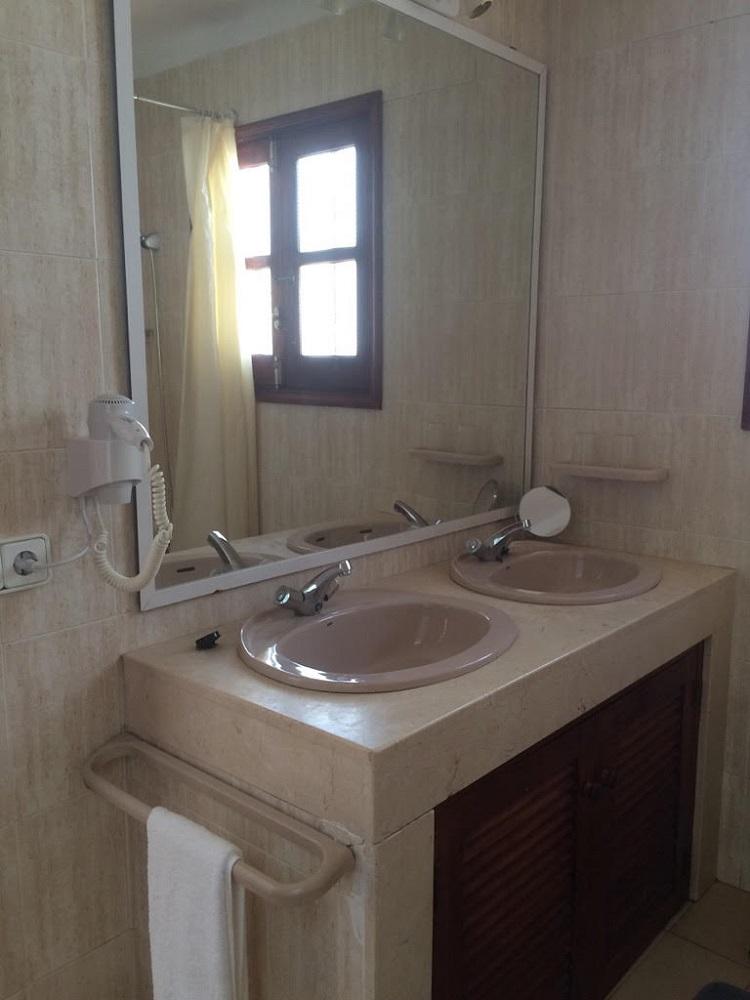 Twin Bedded Room In Bath